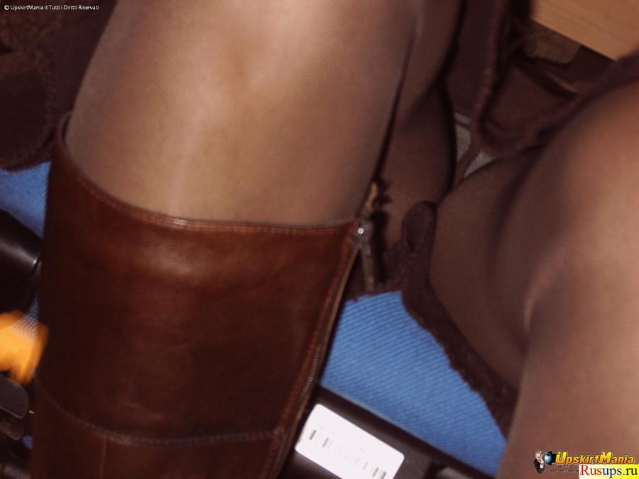 pod-stolom-vidno-trusiki