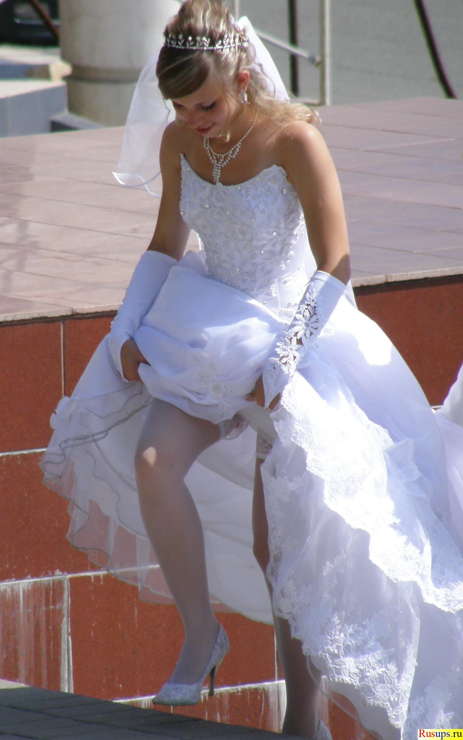 У невесты задралась юбка 18 фотография