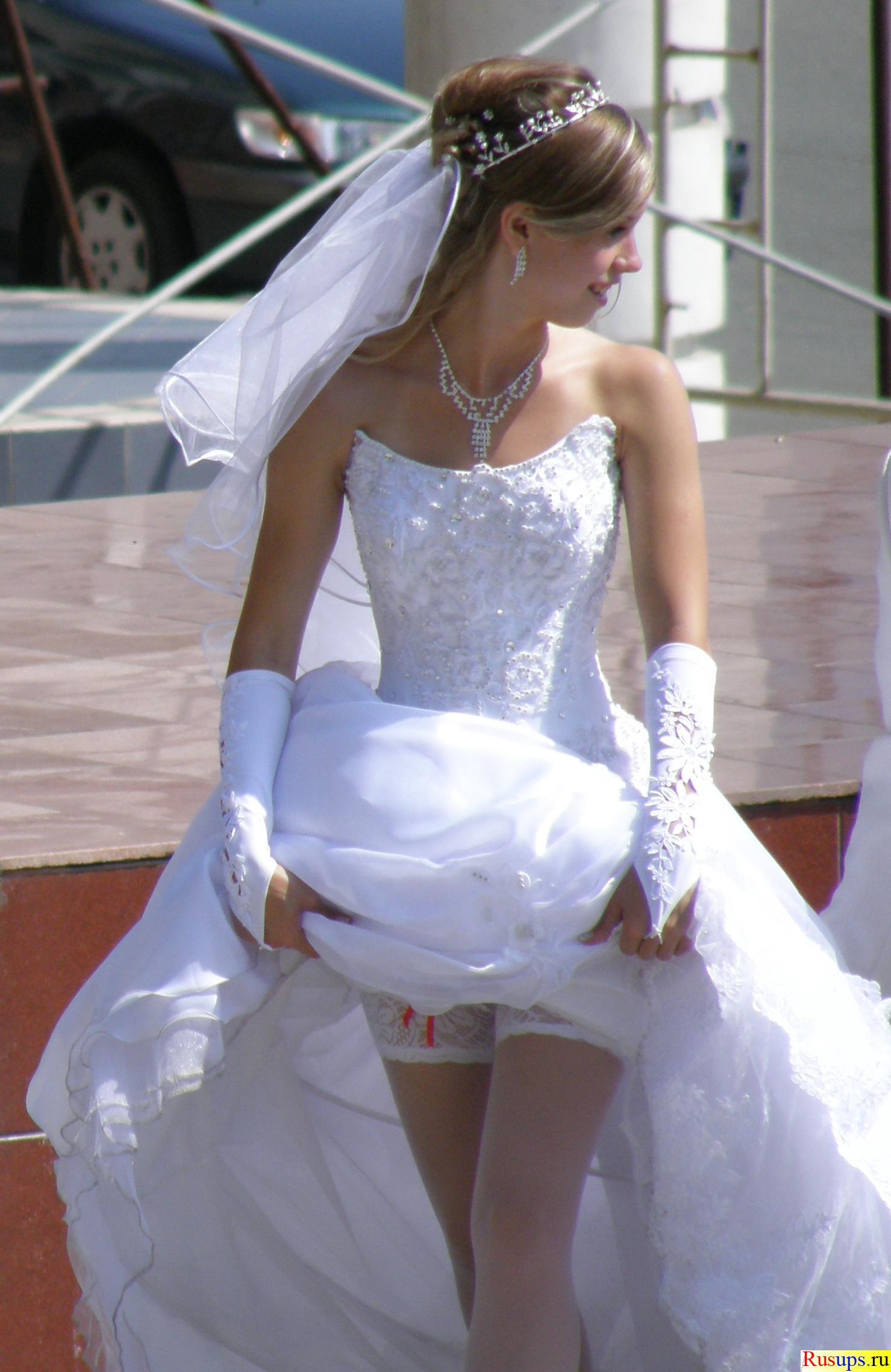 Что под юбками у невест смотреть бесплатно 15 фотография
