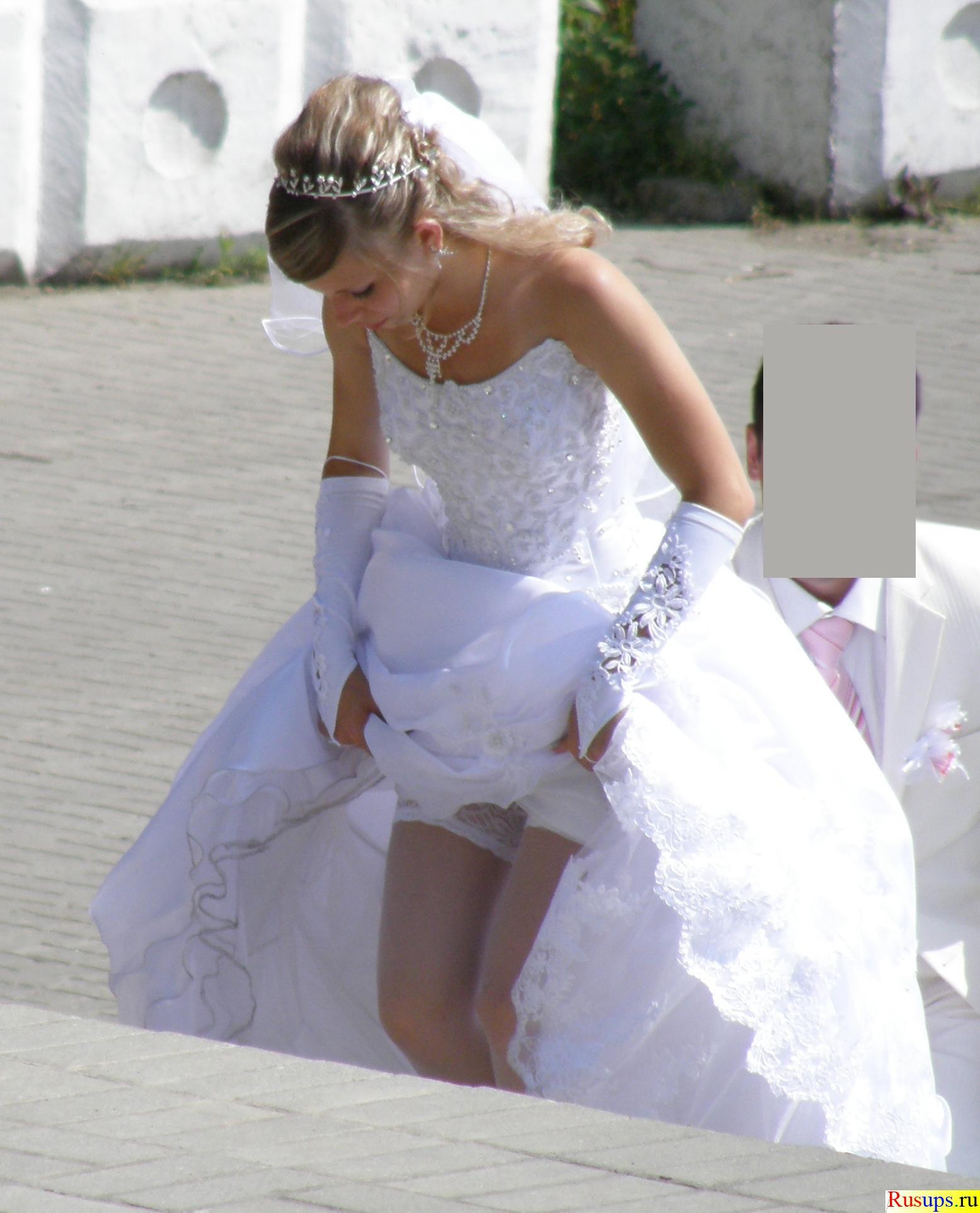 Что под юбками у невест смотреть бесплатно 4 фотография