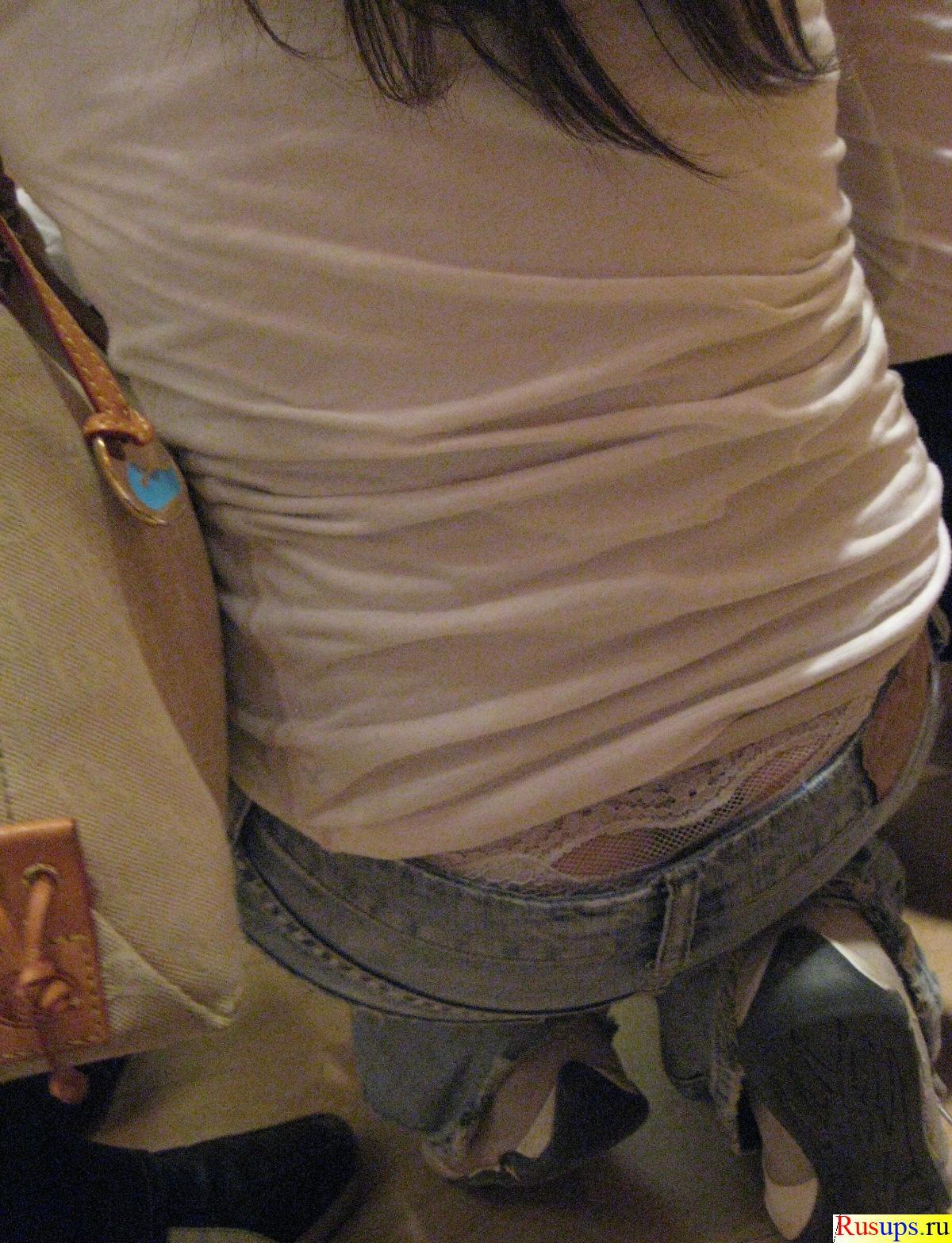 Трусики торчат из джинс 10 фотография